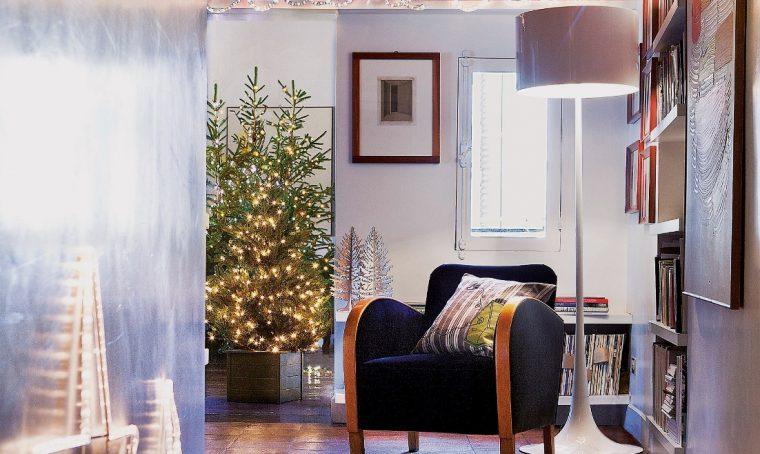 Decorare la casa a Natale (con luci e pacchetti!)