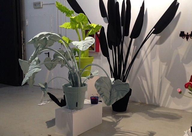 Le piante perfette per i pollici neri? Quelle di Wandschappen: hanno l'anima in metallo rivestita in feltro. #fuorisalonecf #venturalambrate