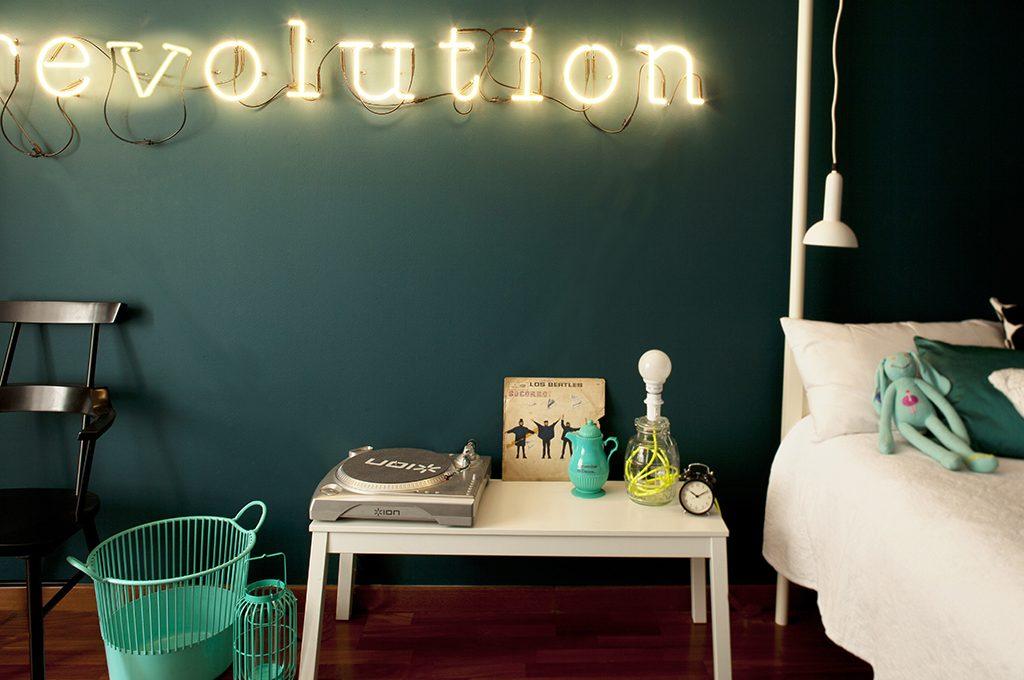 Camere Da Letto Stile Hippy : Trasformare la cameretta in camera da adulti casafacile