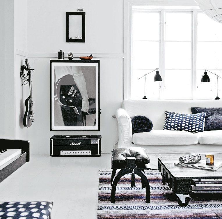 Una casa rock in bianco e nero