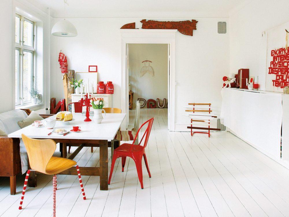 Stile nordico in bianco e rosso