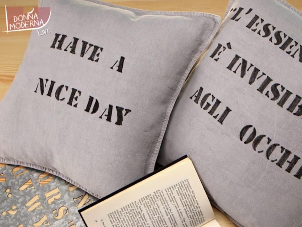 Decorare un cuscino con il lettering