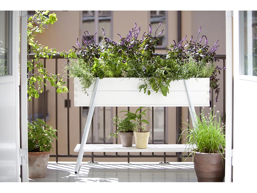 Balcone piccolo 12 idee per spazi small casafacile - Fioriere da balcone ikea ...