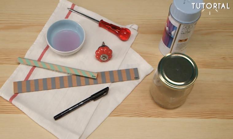 Decorare i barattoli con i pomelli