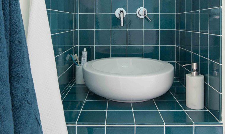 Un bagno in più (al posto del ripostiglio)
