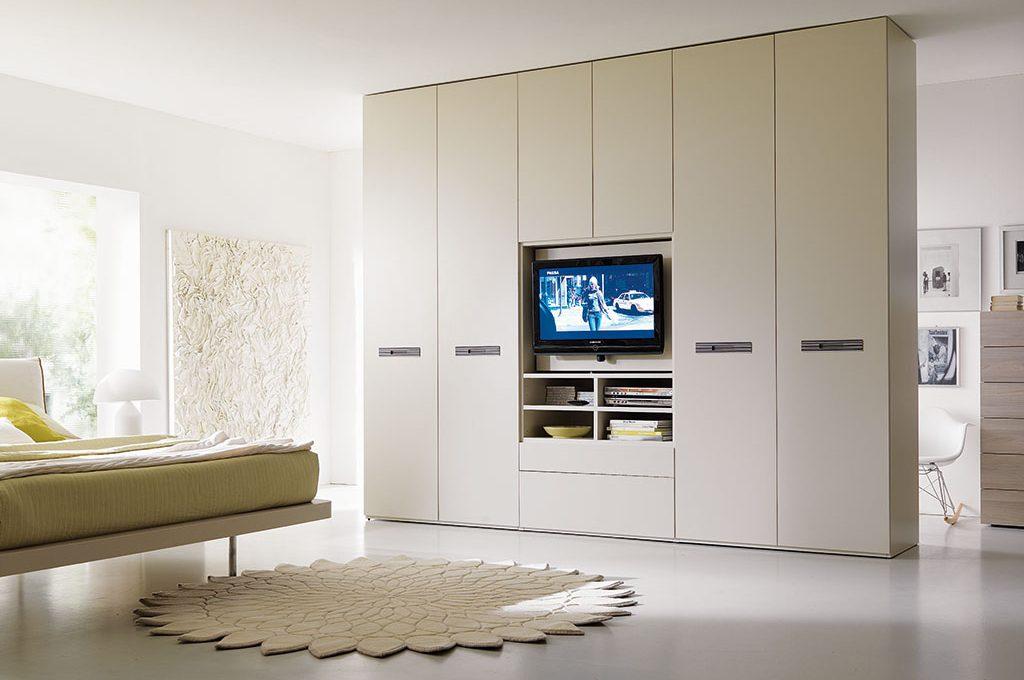Come scegliere l 39 armadio giusto casafacile for Armadio da soggiorno