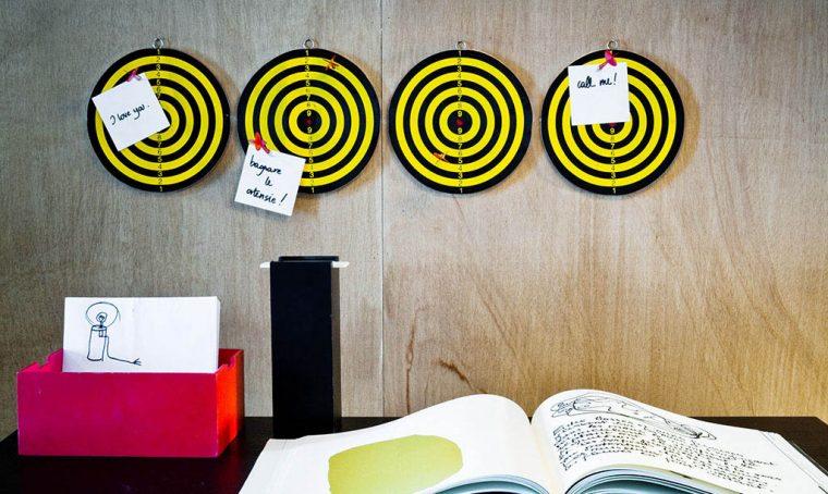 La parete della scrivania: organizzata e… divertente!
