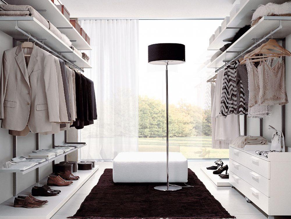 Come progettare la cabina armadio su due pareti