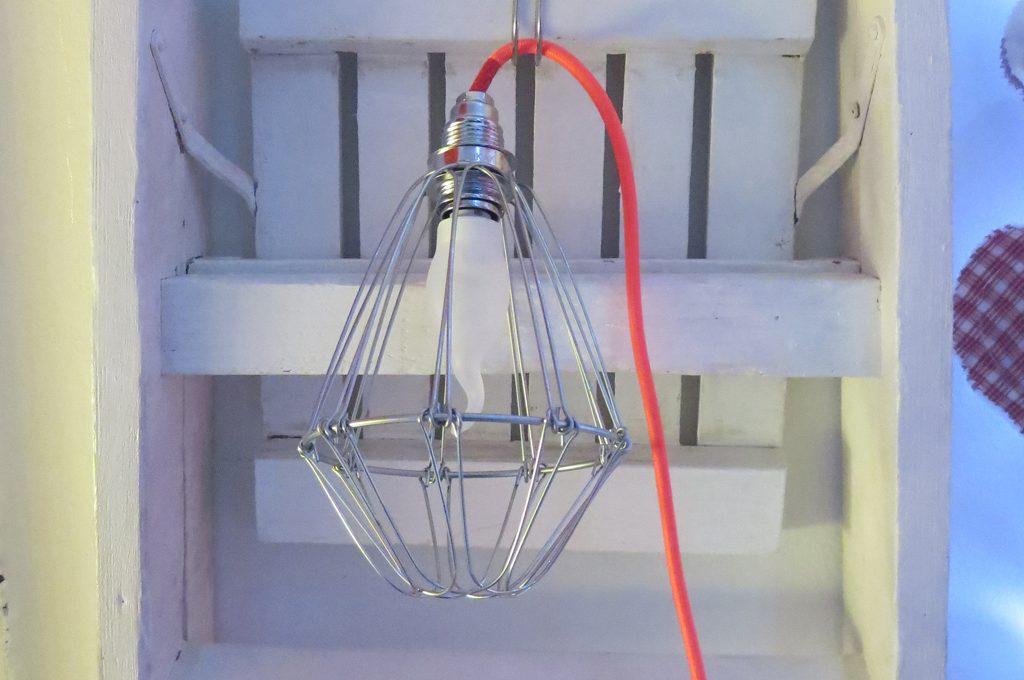 Lampadario Filo Di Ferro Fai Da Te : Costruire una lampada fai da te in mosse casafacile