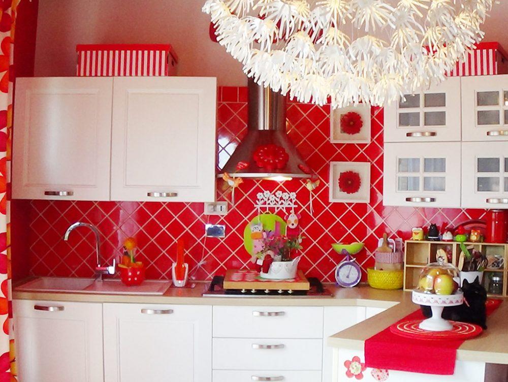 Frigorifero rosso casafacile - Cucina rossa e bianca ...