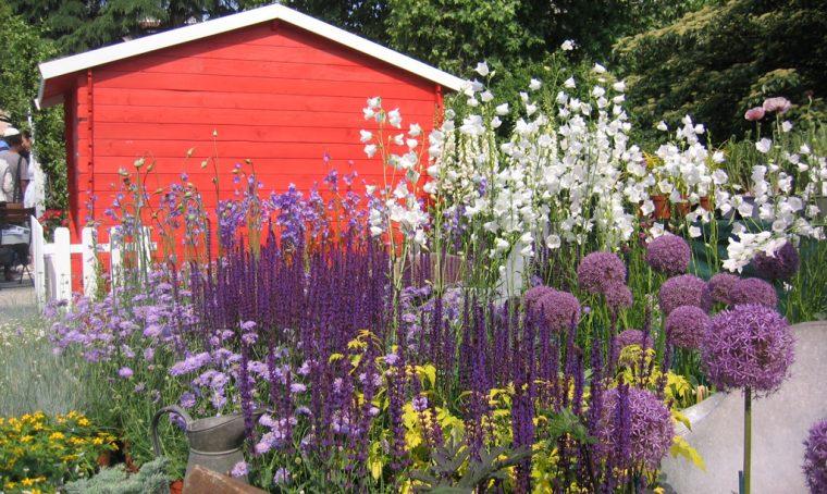 Ridipingi gli arredi outdoor nei colori di fiori!