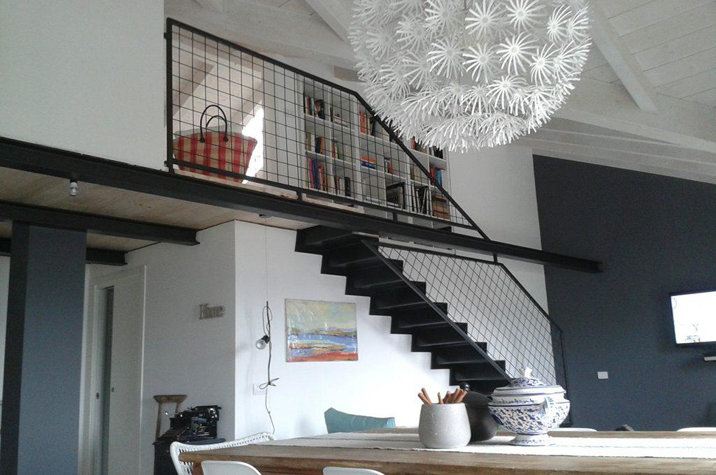 Stile minimal s ma 39 caldo 39 casafacile - Scala decorativa ikea ...