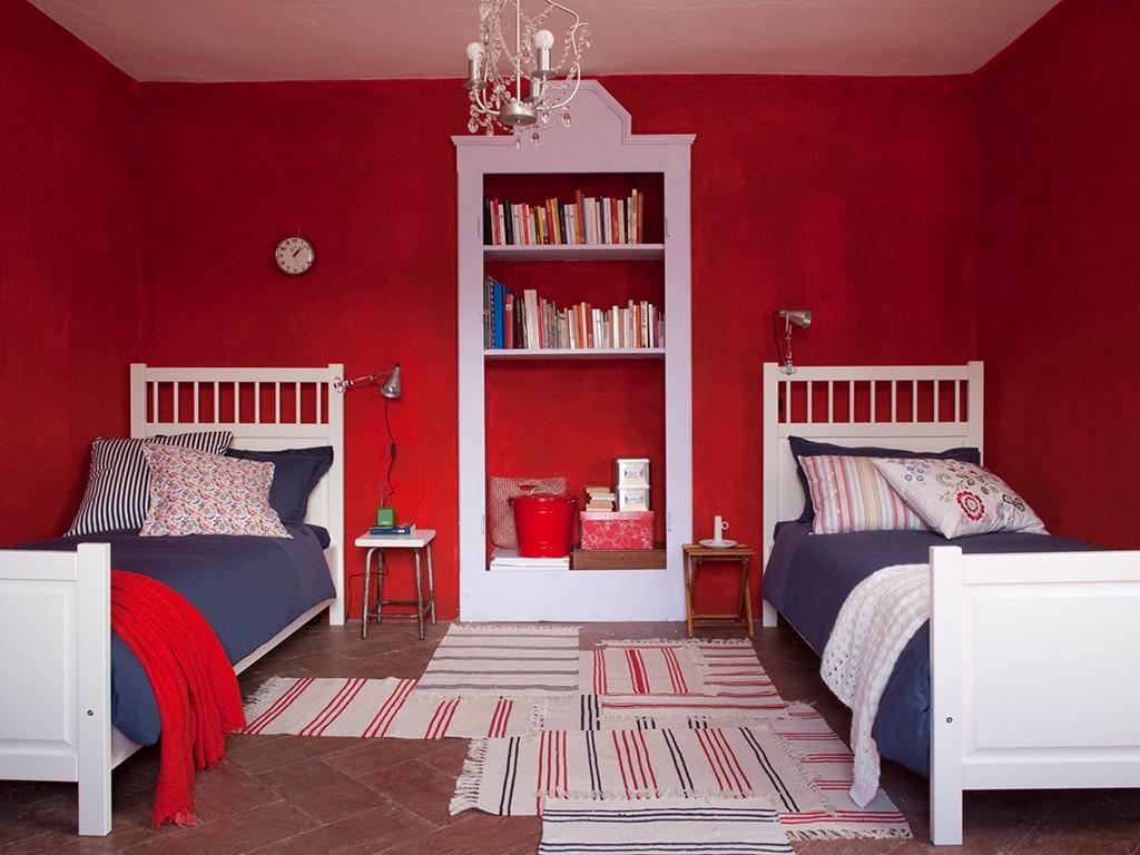 Stunning Camera Da Letto Rossa Contemporary - Idee per la casa ...