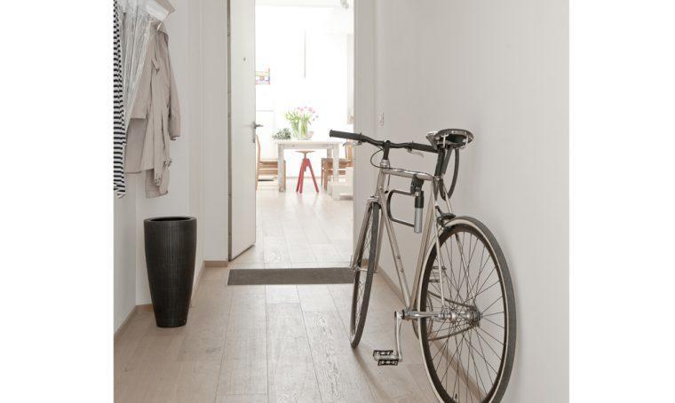 3 soluzioni di design per appendere la bici in casa