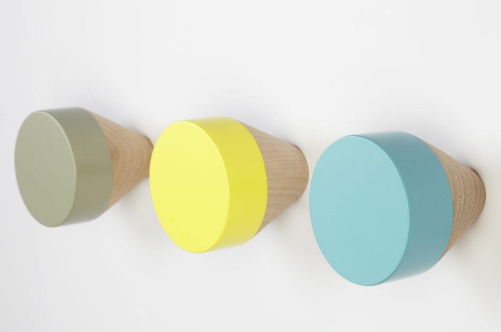 Pomelli Appendiabiti Colorati.15 Attaccapanni Di Design Perfetti Per Ogni Stanza Casafacile