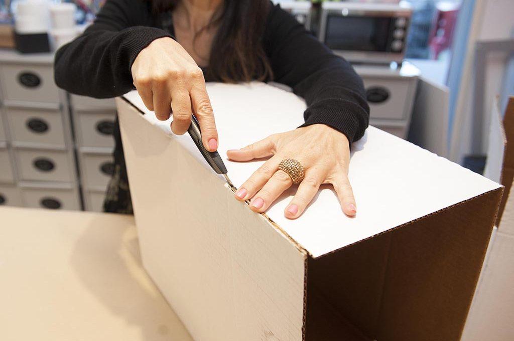 Riciclo creativo: la scatola di cartone diventa un