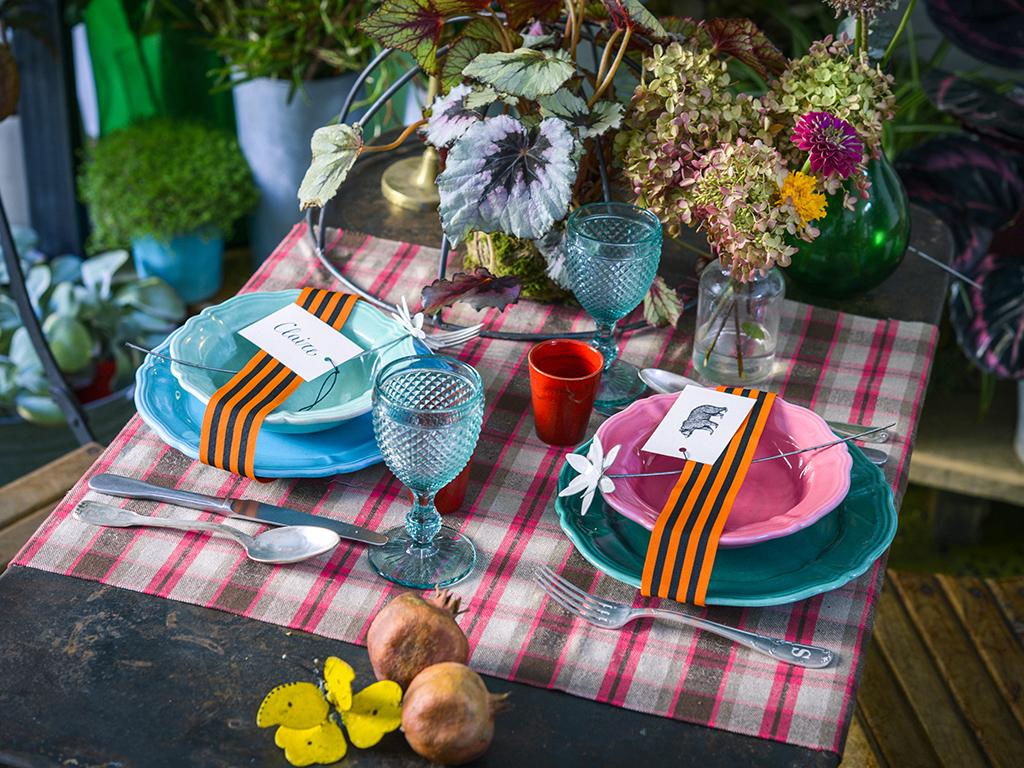 Come decorare la tavola di natale casafacile for Decorare la camera per natale