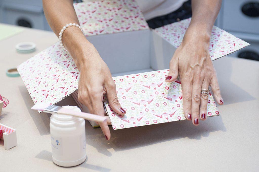 Favoloso Trasforma una scatola di cartone in una confezione regalo  RD09