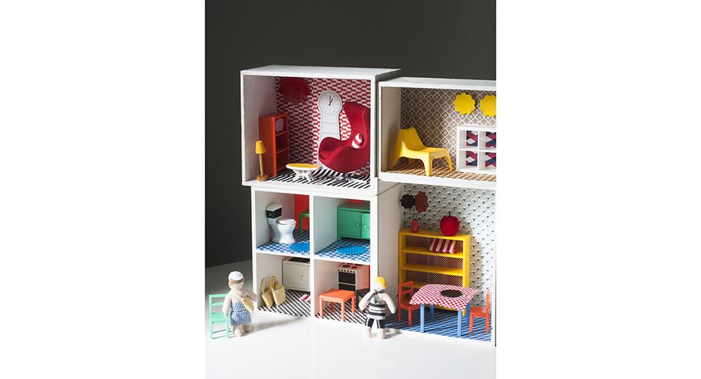 Una irresistibile casa delle bambole fai da te casafacile for Mobili per barbie fai da te