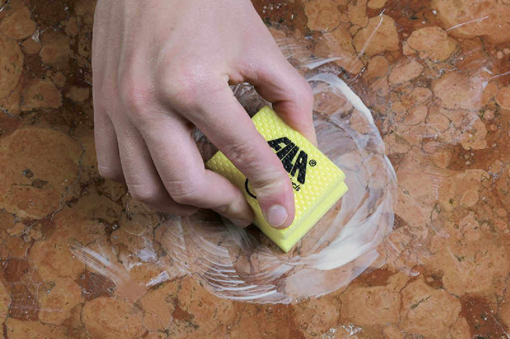 Marmo Rovinato Da Anticalcare.Come Pulire Il Marmo Trucchi E Consigli Fai Da Te Casafacile