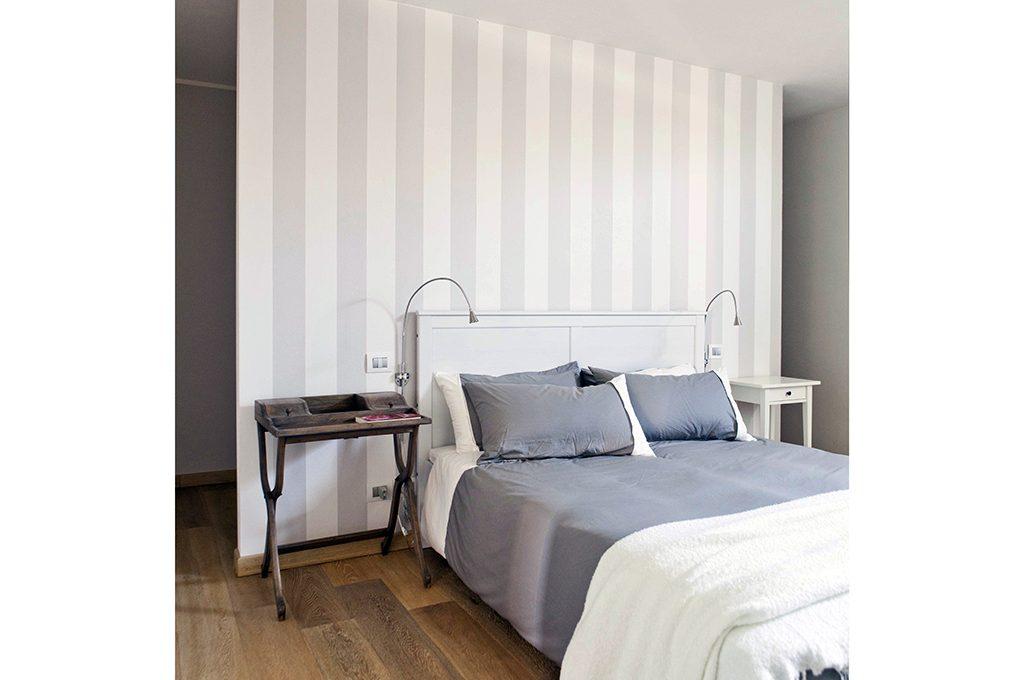 10 idee per la testiera del letto casafacile - Cabina armadio dietro il letto ...