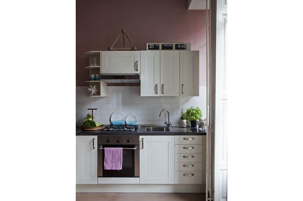 Mettere su casa: gli indispensabili in cucina, camera, bagno ...