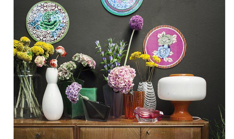 Impara l'arte di disporre i fiori nei vasi