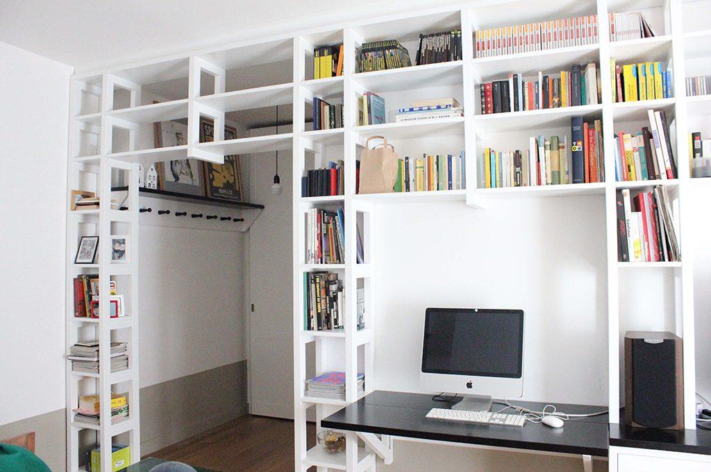 Librerie a ponte a tutta parete e altre soluzioni originali casafacile - Libreria divisoria con porta ...