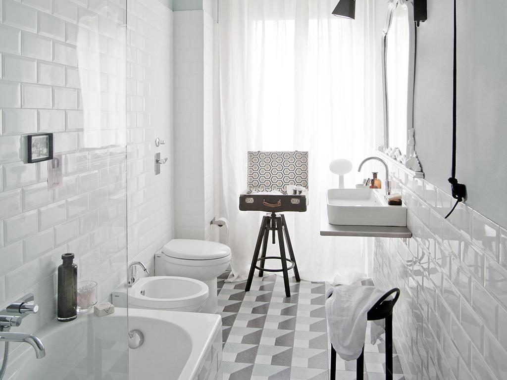 Arredare Con Le Damigiane prima&dopo: come trasformare un bagno datato e buio con
