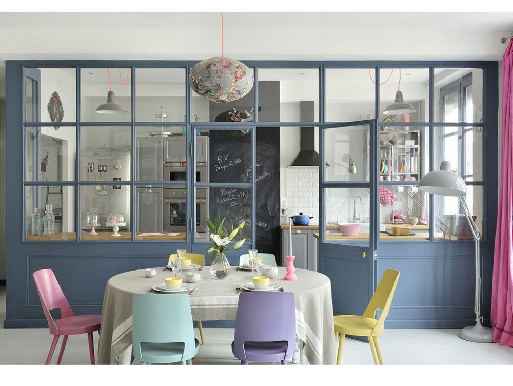 Dividere soggiorno e cucina con una vetrata