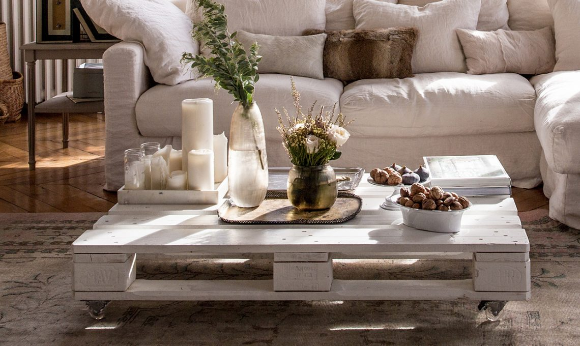 Il divano realizzato con i pallet e tante altre idee per for Oggetti fai da te per arredare casa