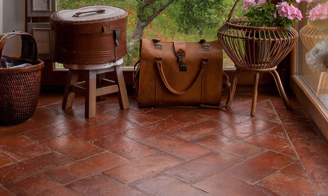 Come pulire il pavimento in cotto casafacile - Pulire fughe piastrelle da olio ...