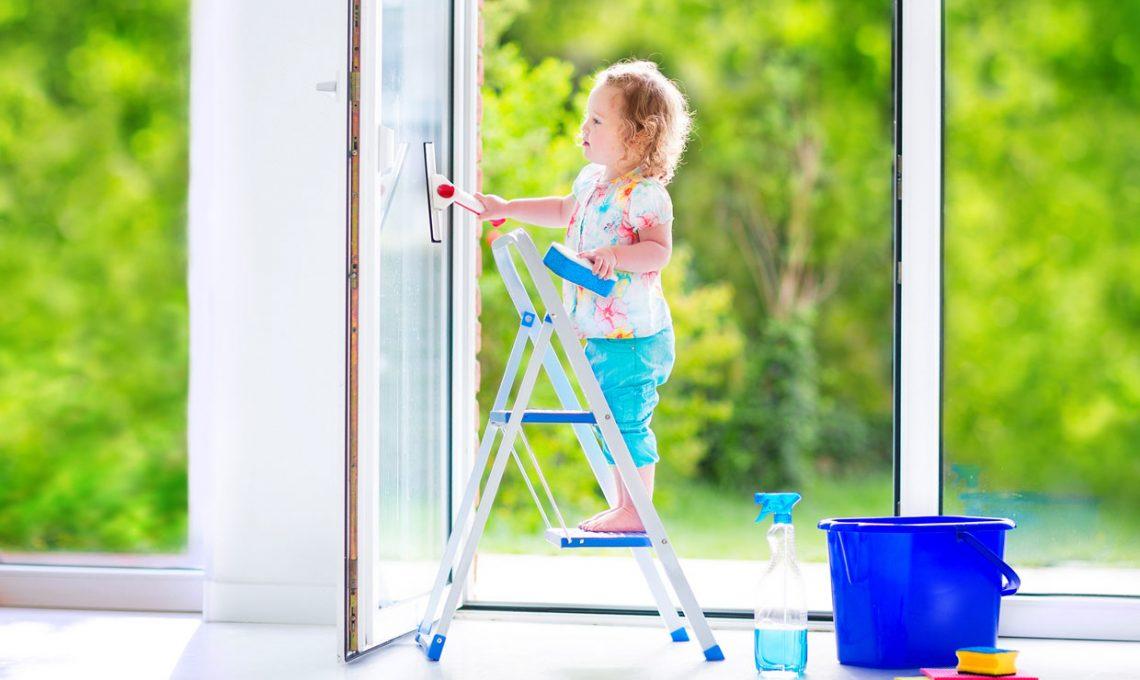 Come pulire vetri e specchi senza lasciare aloni - CASAfacile