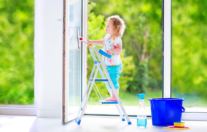Pulire I Vetri Con Aceto come pulire vetri e specchi senza lasciare aloni - casafacile