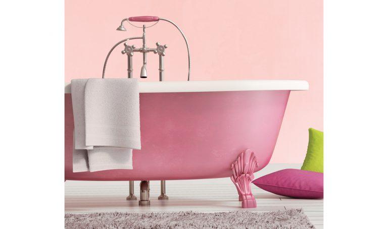 Vernicia la vasca da bagno rosa