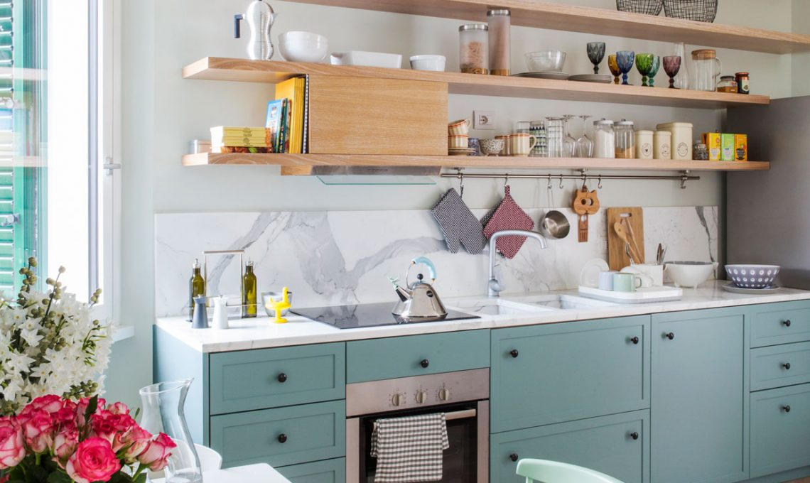 Come pulire le piastrelle della cucina amazing pulire piano cottura e mattonelle con un unico - Pulire fughe piastrelle aceto ...
