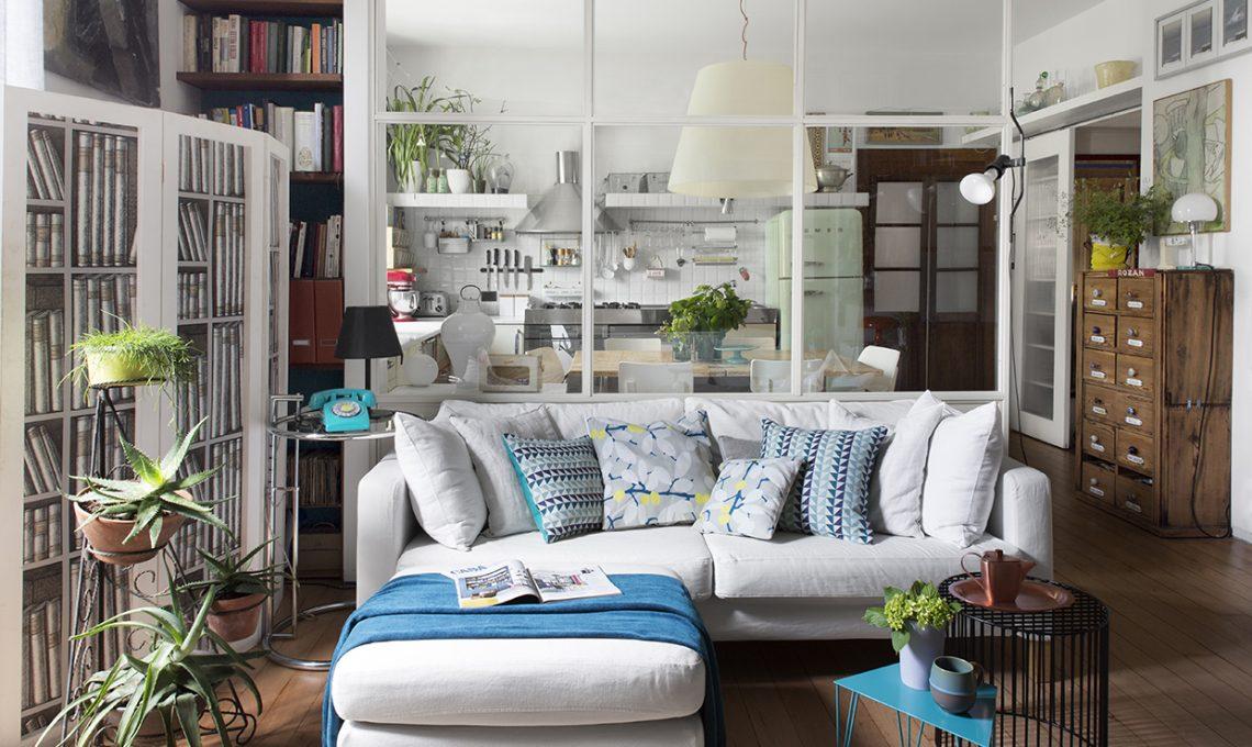 Parete vetrata tra soggiorno e cucina trasformazione di for Cosa mettere dietro il divano