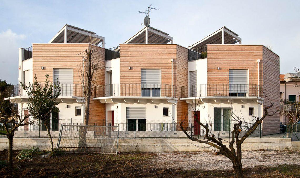 Case moderne e sostenibili fatte di paglia casafacile for Immagini case moderne