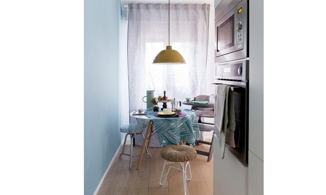 Come illuminare una stanza buia con il colore azzurro for Colori per salotto piccolo