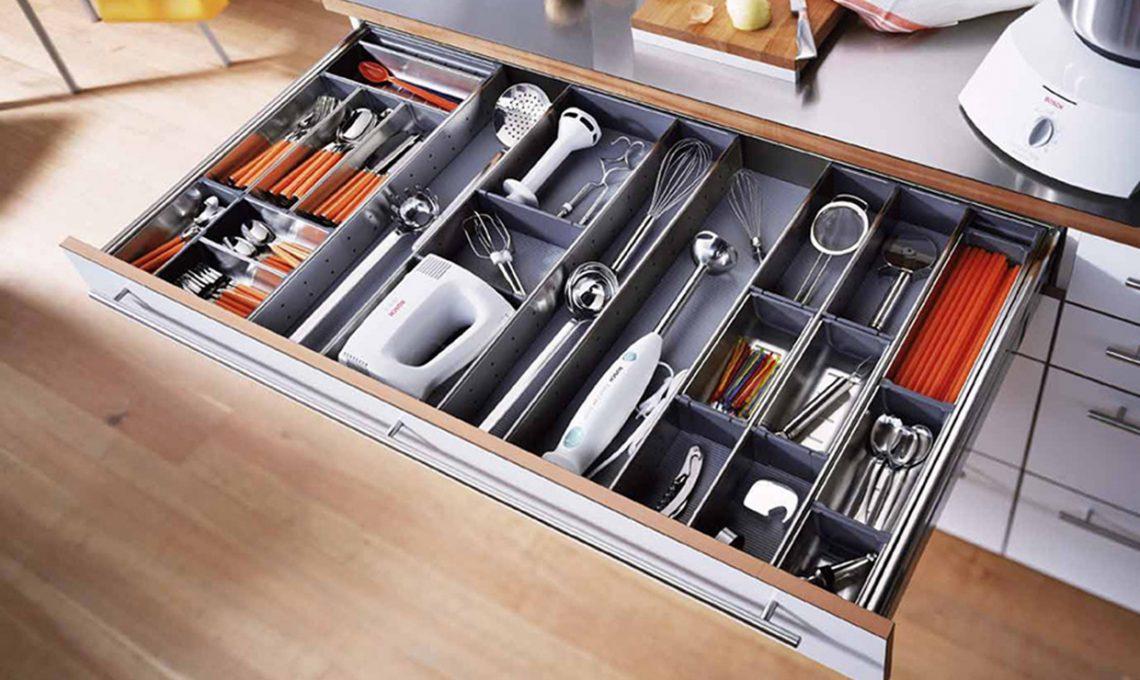 100 trucchi per organizzare la cucina casafacile - Organizzare cassetti bagno ...