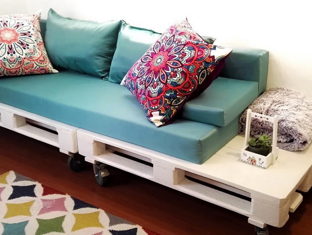 Come costruire un tavolino fai da te con i pallet casafacile - Costruire un divano da un letto ...