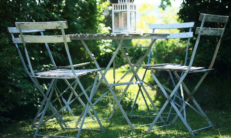 Mobili da giardino: come fare la manutenzione autunnale