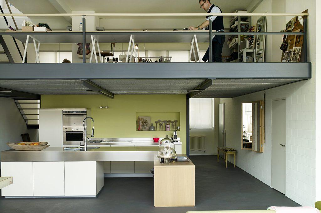 Nel loft con soppalco casa lavoro su misura casafacile for Piano casa con garage