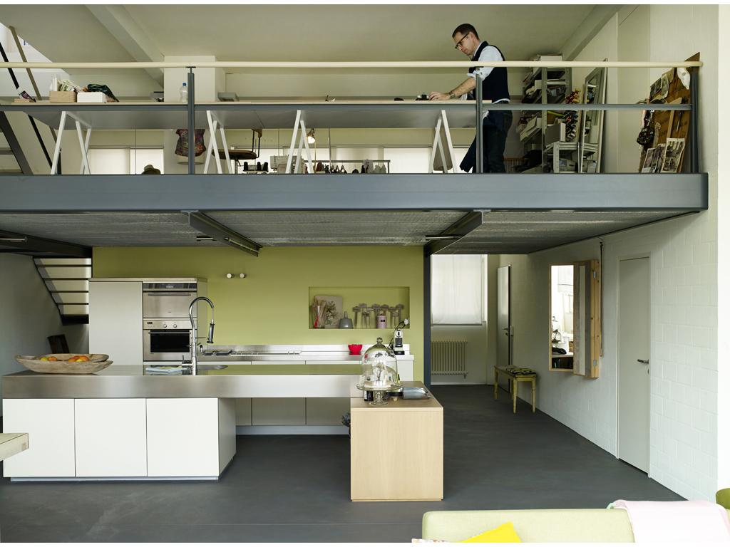 Nel loft con soppalco casa lavoro su misura casafacile for Garage con i prezzi degli appartamenti loft