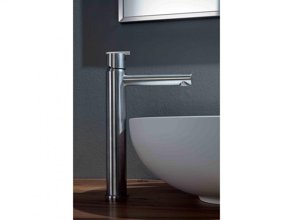 Bagno rubinetti a parete casafacile for Rubinetti a parete bagno