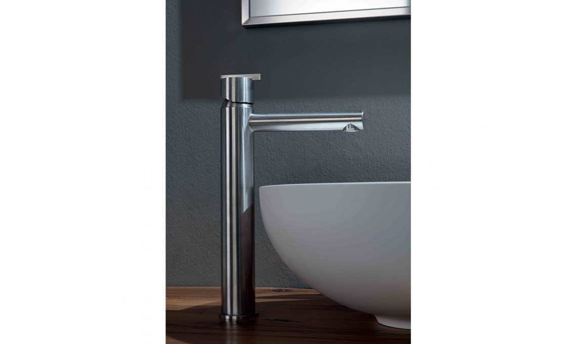 Rubinetti lavabo a parete bagno italiano