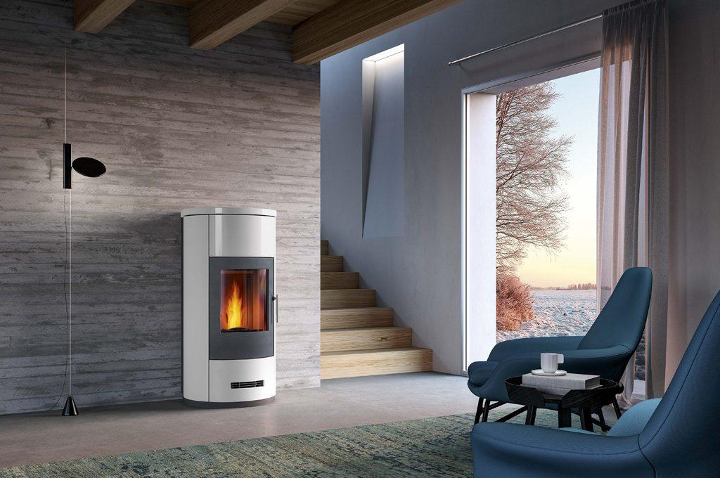 Con le nuove stufe a pellet di piazzetta riscaldi tutta la casa in modo ecologico risparmiando - Pulire stufa a pellet ...