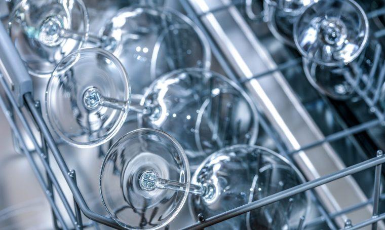 Come rimuovere le macchie dai bicchieri