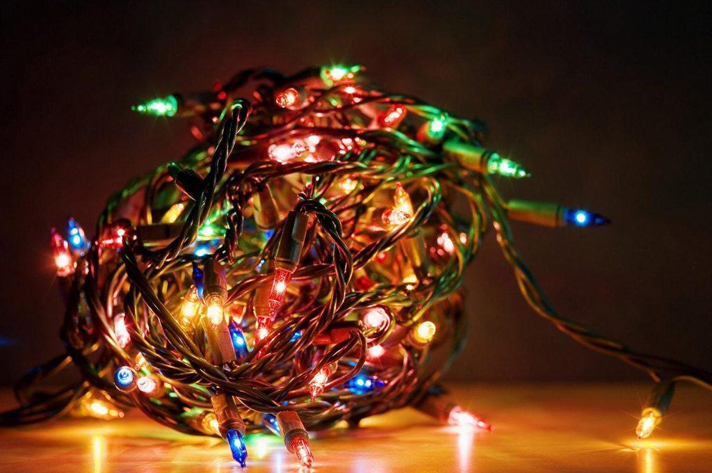 Foto Di Luci Di Natale.Dove Buttare Le Luci Di Natale Rotte Casafacile