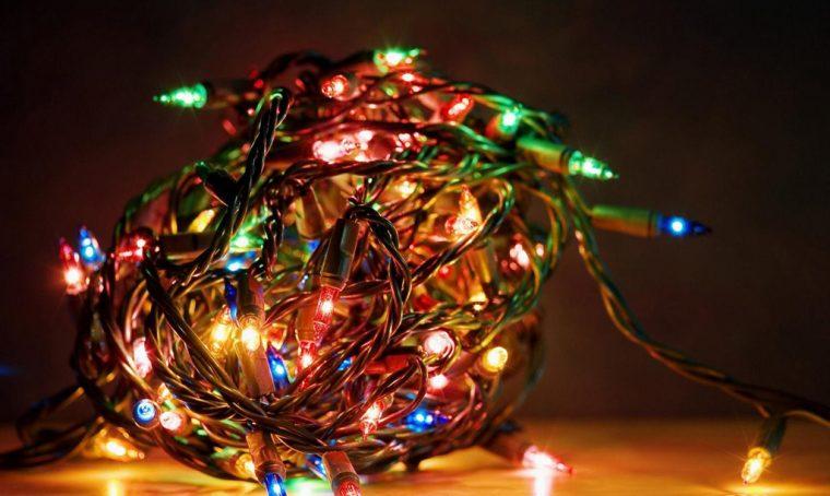 Dove buttare le luci di Natale rotte
